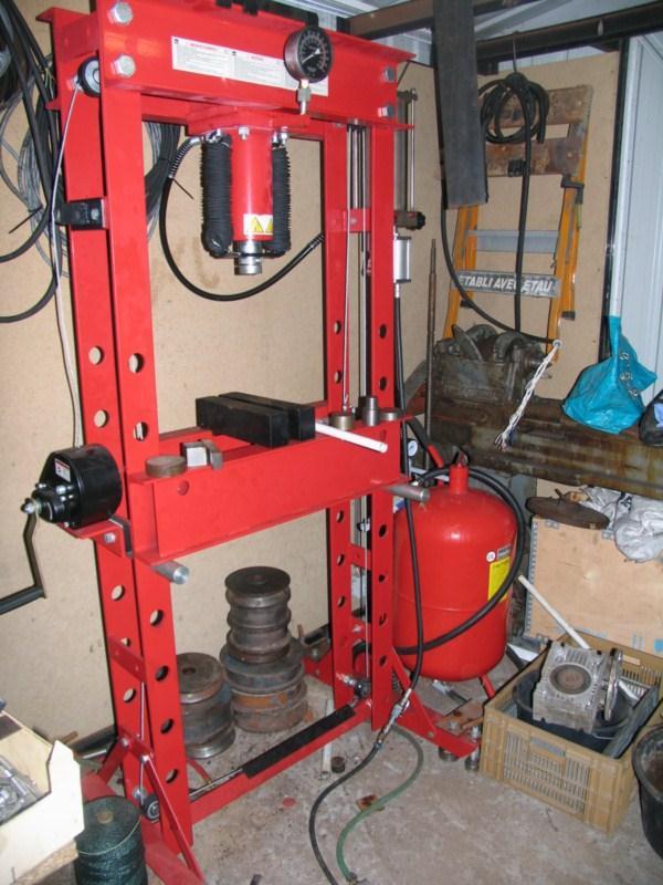 L 39 atelier de for Fabrication presse hydraulique maison